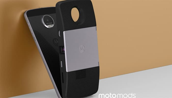 What are Motorola Moto Mods? How do they work?