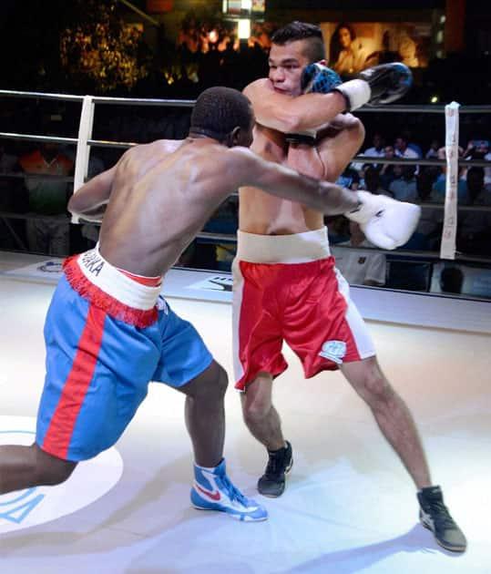 Indias Vikas Krishan Yadav fight against Kenyas boxer