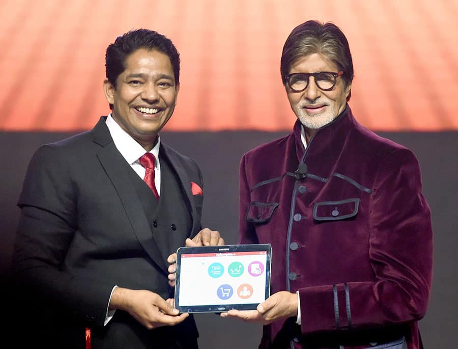 Amitabh Bachchan launch the 'Robomate plus' mobil