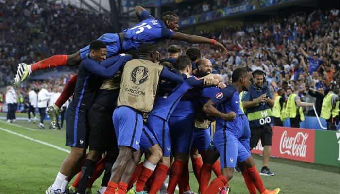 UEFA Euro 2016: France beat Albania to reach last 16 as Antoine Griezmann, Dmitri Payet score