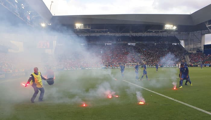 Czech Republic fight back to hold Croatia 2-2 in flare-disrupted Euro 2016 match