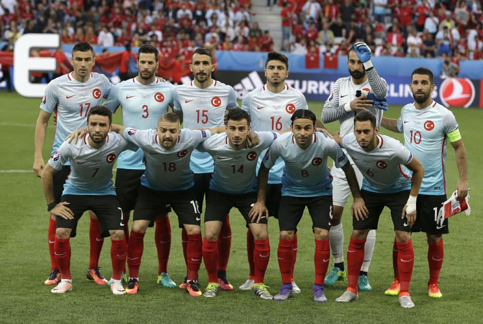 Turkey team poses for photos prior to soccer match between Spain and Turkey