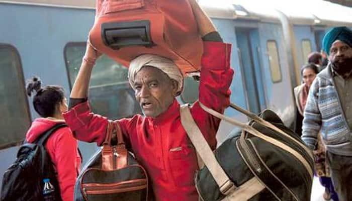 Shocking! M Phil, PG degree holders apply for 'Coolie' or 'Sahayak' jobs in Maharashtra