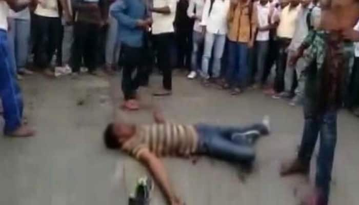 Shocking! Man beaten up and stabbed on Karnataka's street while bystanders only watch and film attack