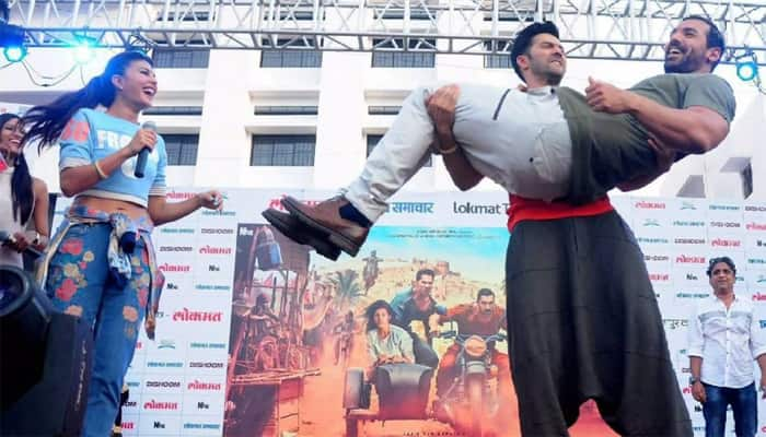 Watch videos: Varun Dhawan's terrific dance moves for 'Dishoom' promotions in Nagpur!
