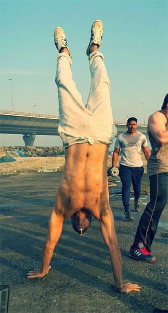 Challenging u'l 2 post a pic of ur Happiest Hanstand- Akshay Kumar