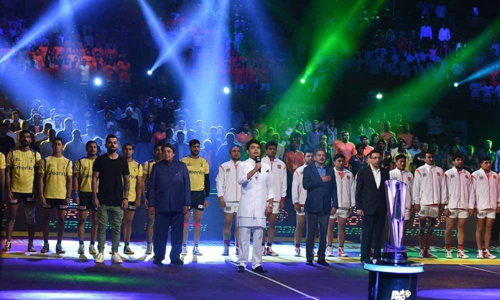Comedian Kapil Sharma sings the national anthem