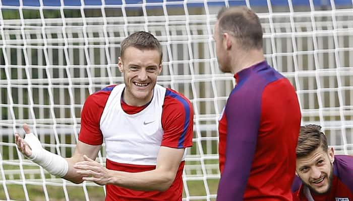 England's Roy Hodgson dismisses report of Wayne Rooney-Jamie Vardy rift