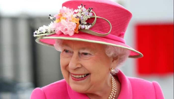 'I'm still alive' jokes Queen Elizabeth on N Ireland visit