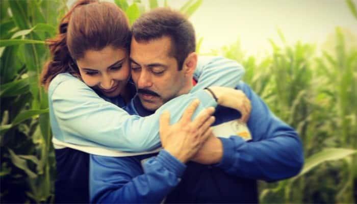 Love blooms amidst wrestling! Salman Khan-Anushka Sharma look delightful in 'Sultan' new still