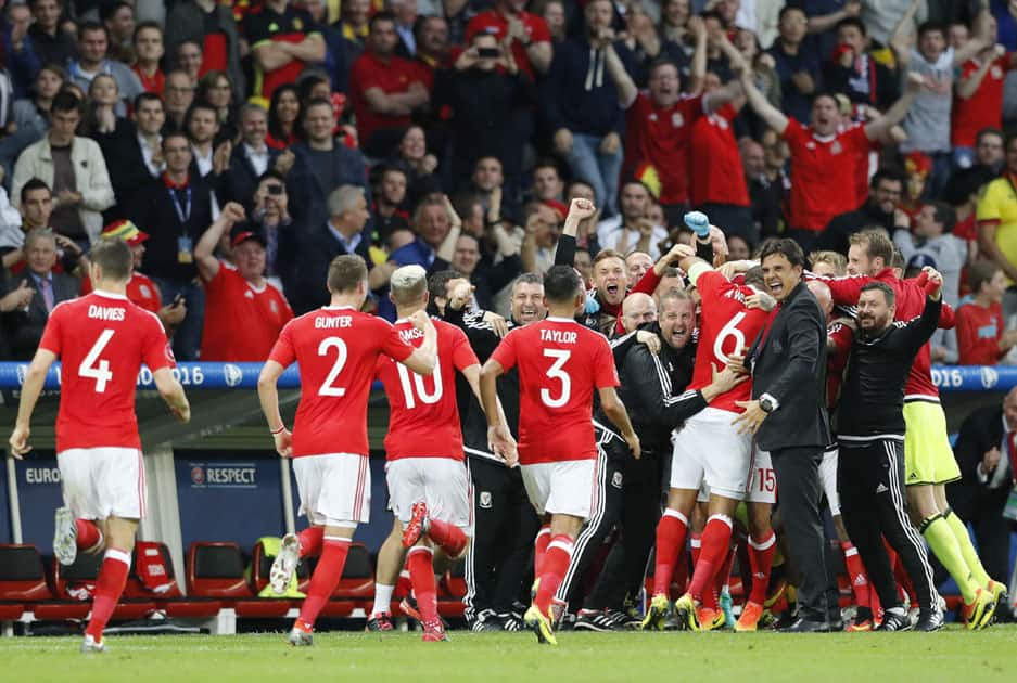 Welsh players celebrate after Ashley Williams scored