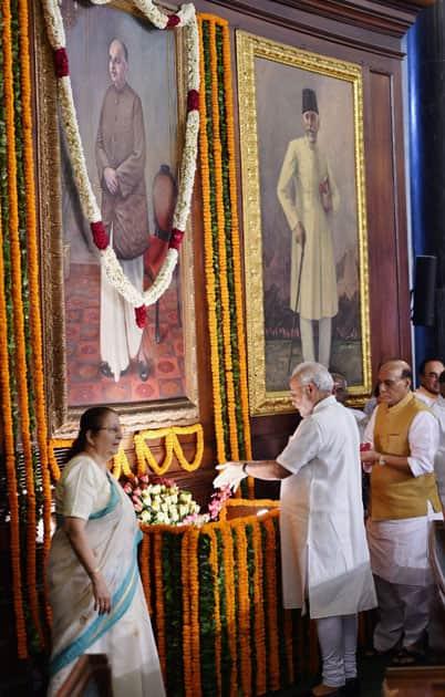 Narendra Modi paying floral tributes to Shyama Prasad Mukherji