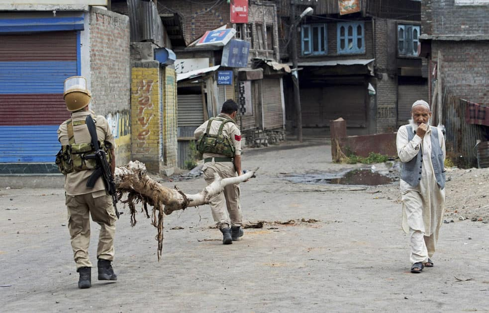 Police and CRPF jawans clearing the road