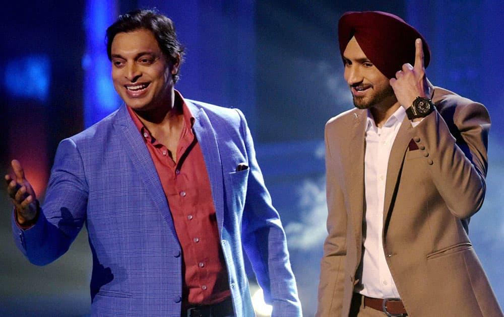 Shoaib Akhtar and Harbhajan Singh at shooting