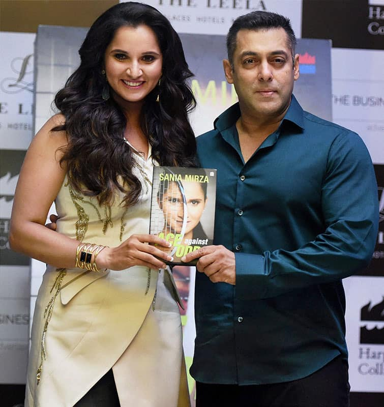Sania launches her book in Mumbai