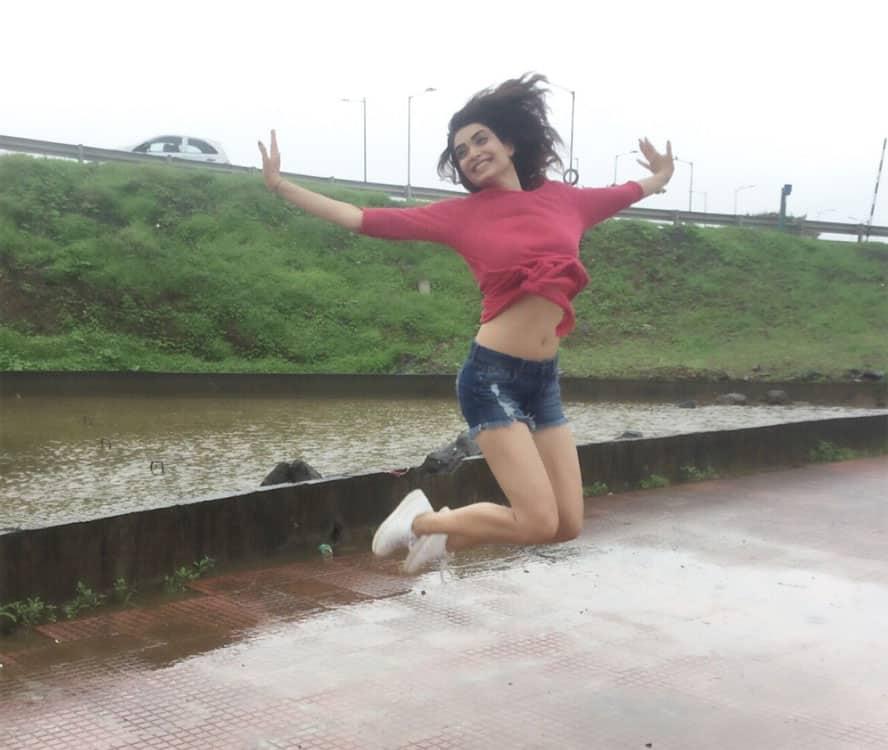 Twitter@karishma_tanna