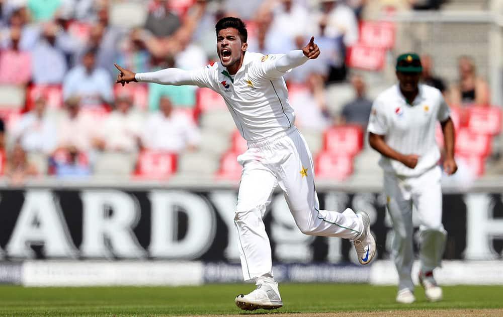 Pakistan's Mohammed Amir celebrates taking the wicket