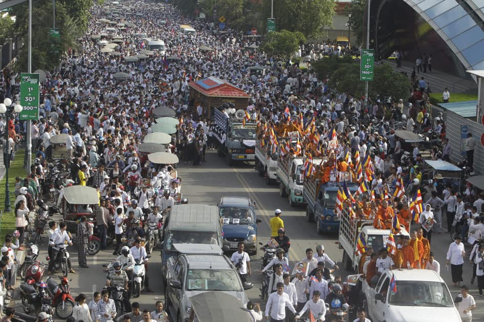 funeral procession at Chroy Changvar in Phnom Penh