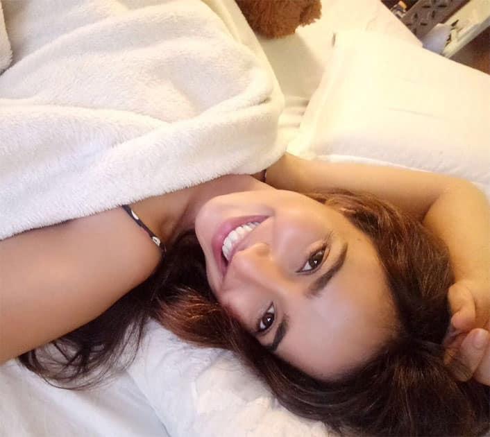 Capturing those perfect natural looking selfies- Neha Sharma