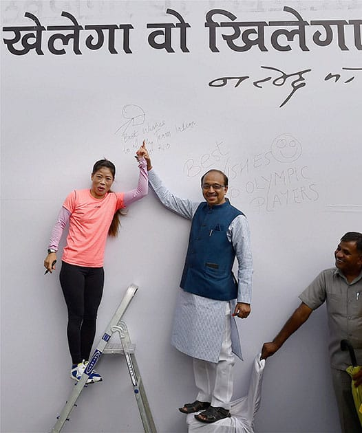 Vijay Goel and Boxer Mary Kom flash victory signs after inaugurating the 'Wall Of Wishes' & 'Digital Campaign of Wishes' for Indian Olympic contingent