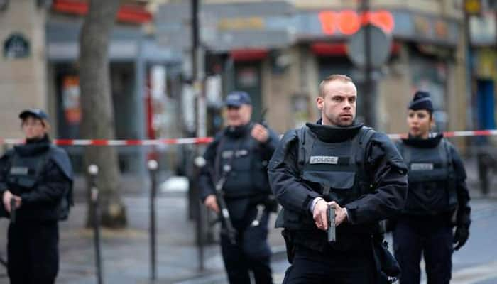 Paris police on alert for refugee who may be planning attack