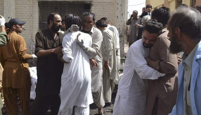 Suicide bomber kills at least 75 at  Quetta hospital; Pakistani Taliban faction claims responsibility