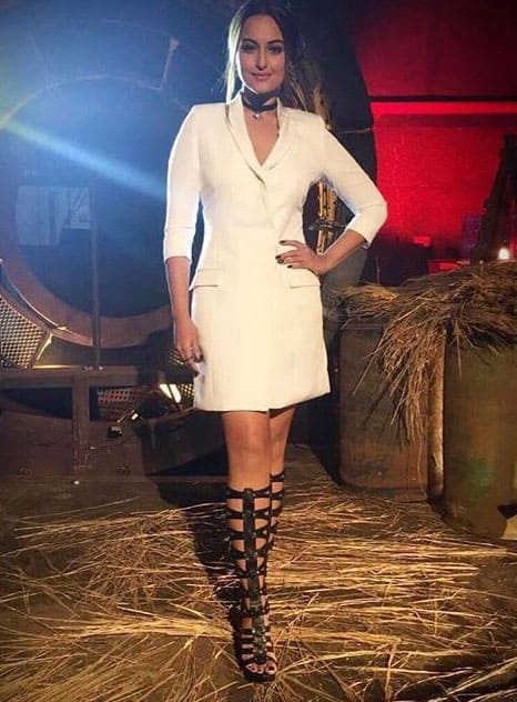 #SonakshiSinha's blazer dress from @intrinsic_india could easily take you from desk to drinks
