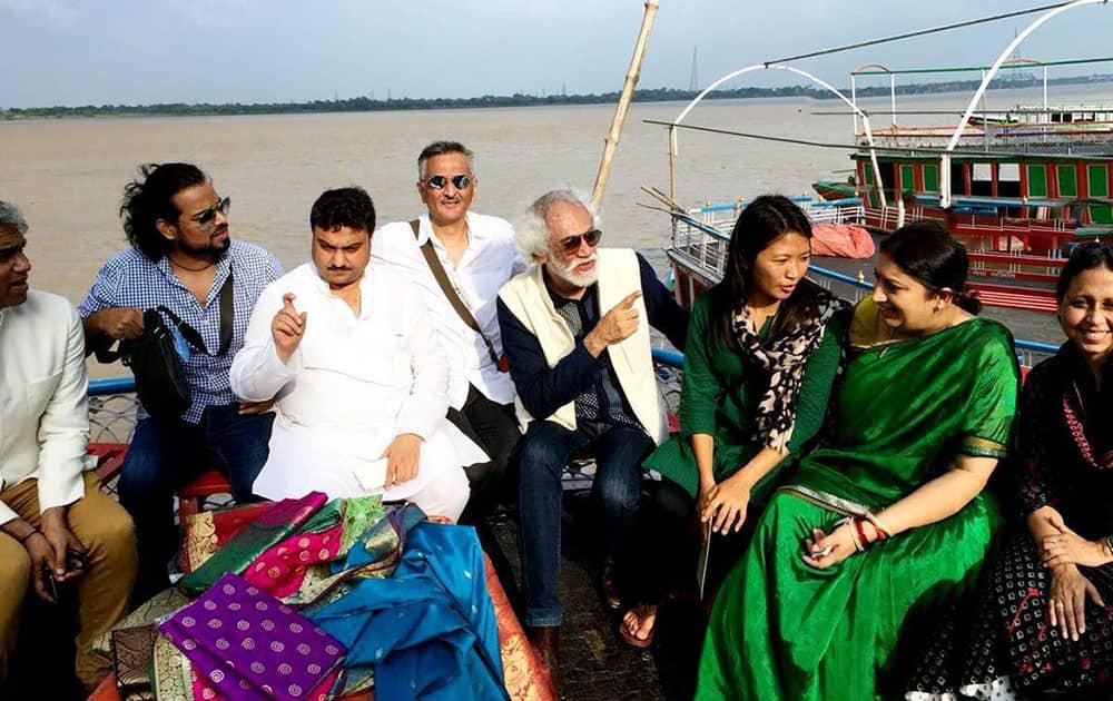 Smriti Irani take a boat ride to Assi Ghat to promote handloom in Varanasi