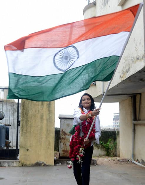 A Muslim 13 year old girl Taznim Mirani(Vohra) flatter Indian national flag outside the her house in Ahmedabad