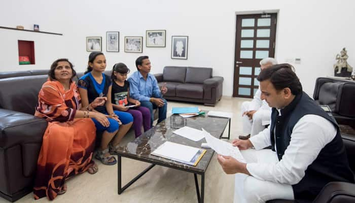 UP CM Akhilesh meets Bulandshahr sisters after their 'blood letter', assures speedy justice