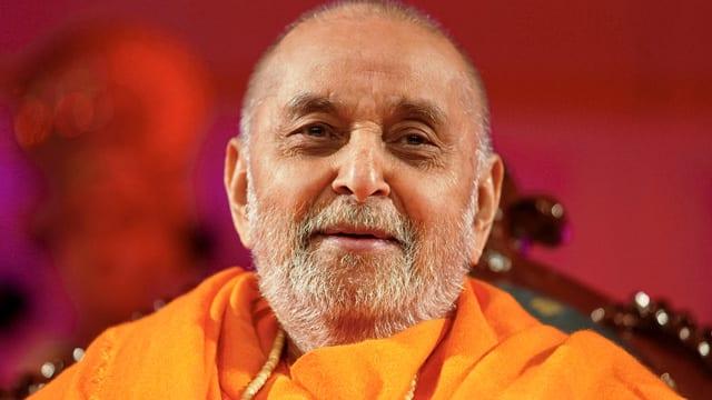 BAPS Pramukh Swami Maharaj cremated, thousands attend last rites