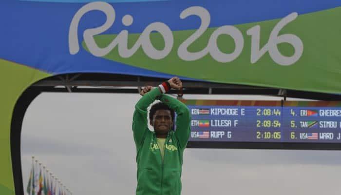 Rio Olympics 2016: Ethiopian runner Feyisa Lilesa in `death` protest
