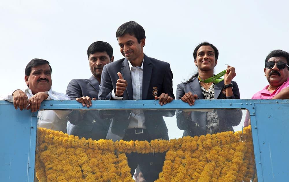 Pusarla Sindhu displays her silver medal