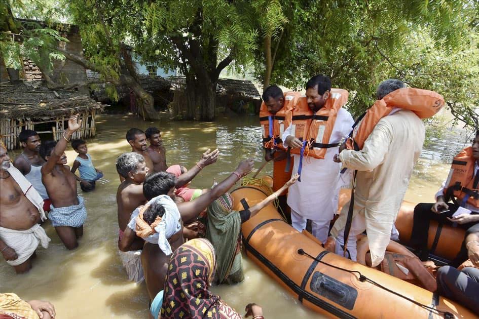 Paswan visits flood hit area