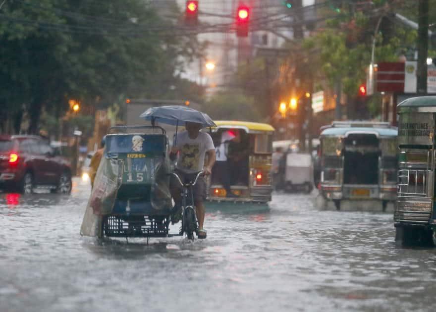 heavy monsoon rains in Philippines
