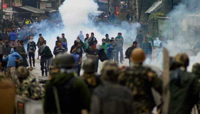 Kashmir unrest: Curfew, restrictions continue for 51st day; businesses suffer losses of Rs 7,500 crore