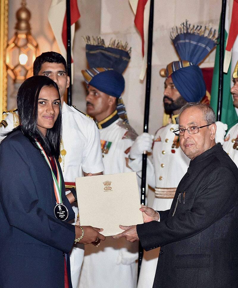 President Pranab Mukherjee presents Rajiv Gandhi Khel Ratna award to Badminton Player P V Sindhu