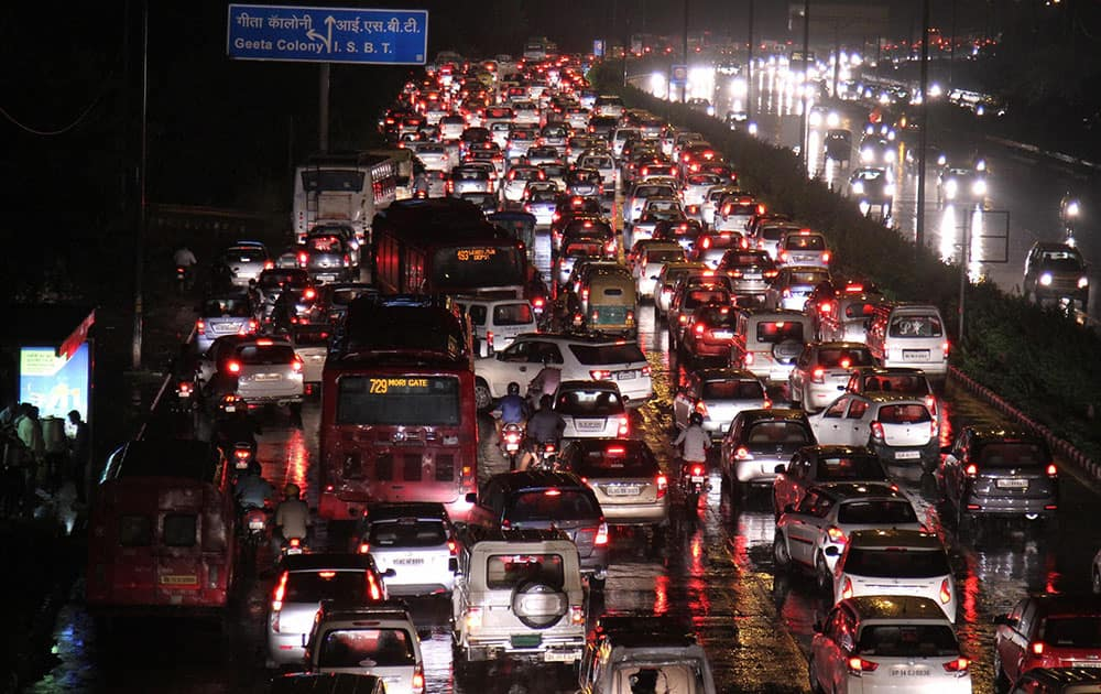 A huge traffic jam at ring road towards ISBT after lash of heavy rain in New Delhi