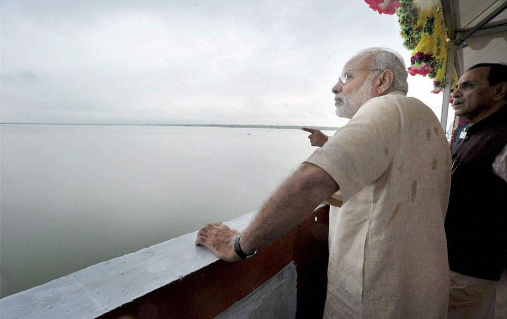 Prime Minister Narendra Modi at AJI-3 dam site of the project, in Jamnagar district, Gujarat