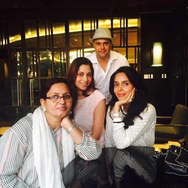 mallika sherawat :- Precious time with the #family, #family1st #mother @vikramsinghlamba @lovi_narwal