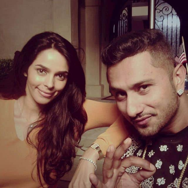 Chilling with #yoyohoneysingh @yyhsofficial , he's a cool dude #throwbackthursday #losangeles - Instagram@mallikasherawat