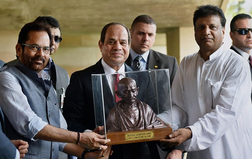 President of Egypt, Abdel Fattah el-Sisi receiving a memento after paying homage at Mahatma Gandhis memorial at Rajghat