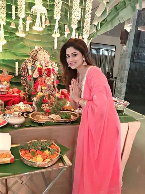Seeking Ganeshji- Shamita Shetty