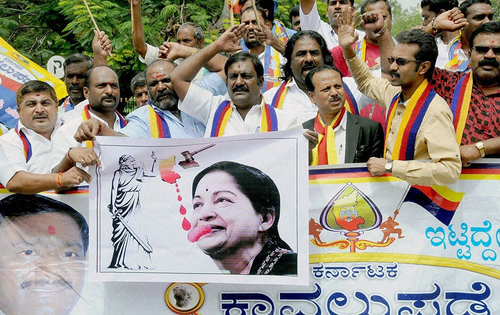 Pro-Kannada activists holding a protest in Mysuru on Tuesday in the wake of the Supreme Court directive to the Karnataka state to release Cauvery water to Tamil Nadu