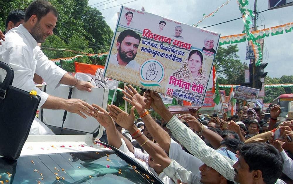 Congress Vice President Rahul Gandhi meeting supporters during his Kisan Yatra road show in Gorakhpur
