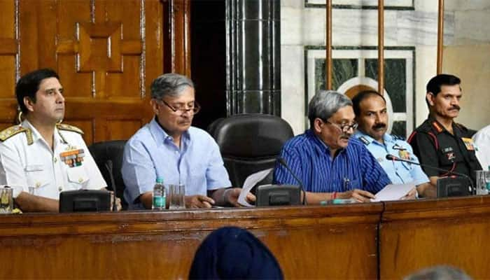 7th Pay Commission: Parrikar meets Service Chiefs, assures to resolve all issues at earliest