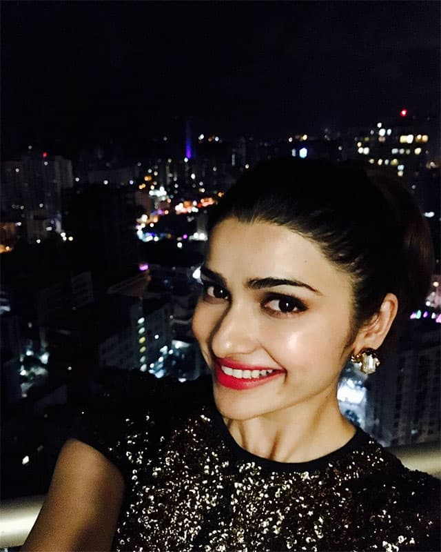 prachi desai :- I have gone on a selfie spree ever since I got @GioneeIndia's S6s with #SelfieFlash