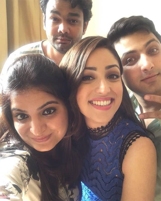 yami gautam :- Work meets fun when your team is sooo amazing @meenalpaliwal16 @aasifahmedofficial @jacobsadrian #eventinhometown #paranthapartyyy