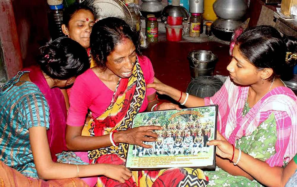 Neighbours console the wailing mother of Sepoy Gangadhar Dolui, who was martyred in the Uri attack, at his house in Howrah
