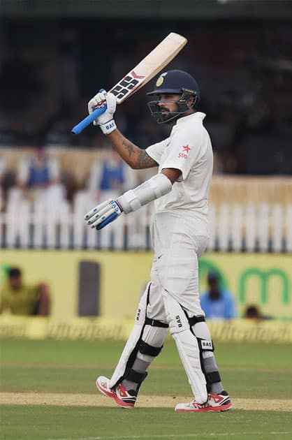 Murali Vijay completes half-century